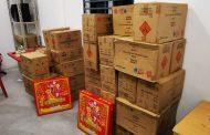 Sembunyi 43 kotak mercun untuk Deepavali, dua lelaki ditahan