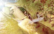 轎車失控撞輸水管 住宅區斷水數小時